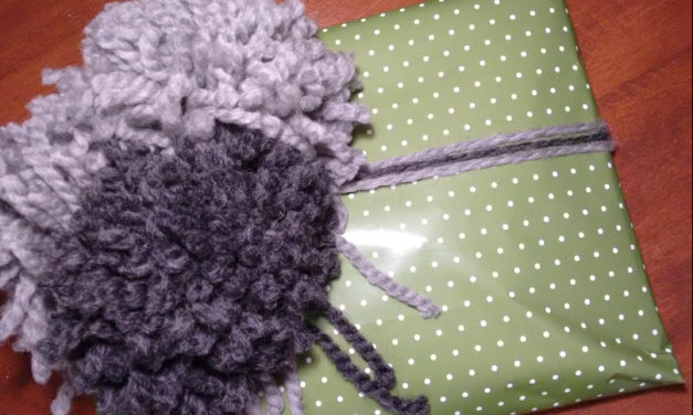Verstrickte Geschenke/ Giftwrapping for Knitters