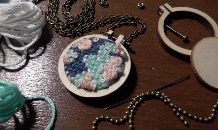 DIY gestickte Kette/ Embroidered Necklace
